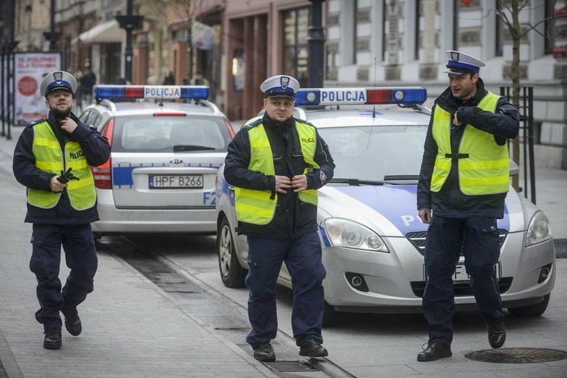 Policjanci będą wyposażeni w maski chroniące przed smogiem /Piotr Kamionka /Reporter