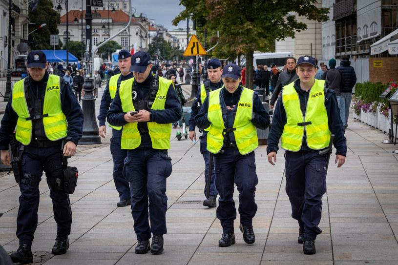 Policjanci chcą podwyżek płac /Jacek Domiński /Reporter