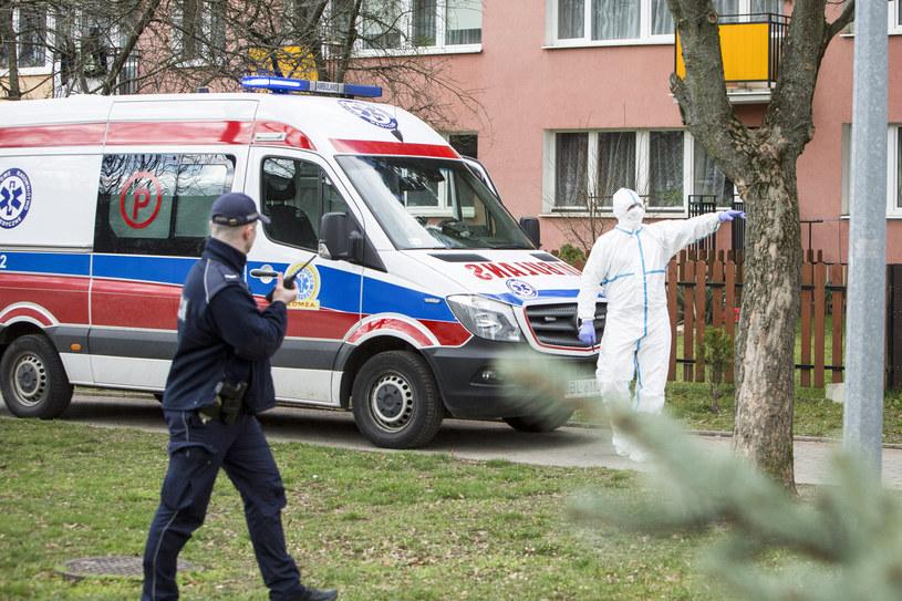 Policjanci codziennie sprawdzają, czy przestrzegane są rygory kwarantanny /MAREK MALISZEWSKI/REPORTER /Reporter