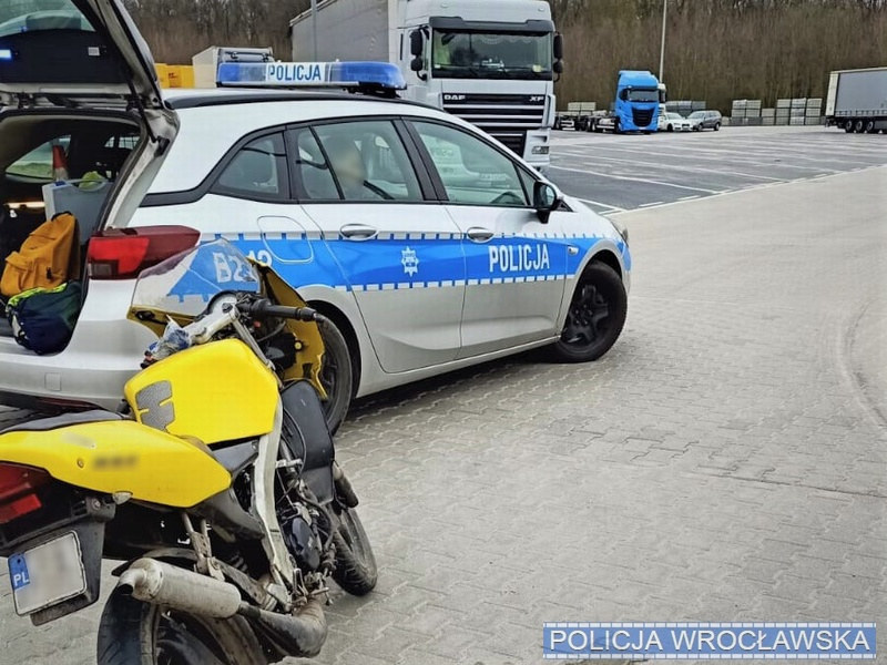 Policjanci dogonili i zatrzymali motocyklistę /