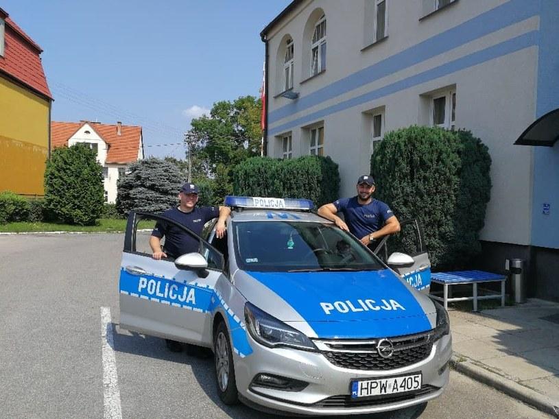 Policjanci eskortowali samochód z nieprzytomnym niemowlakiem /Policja Zachodniopomorska /Policja