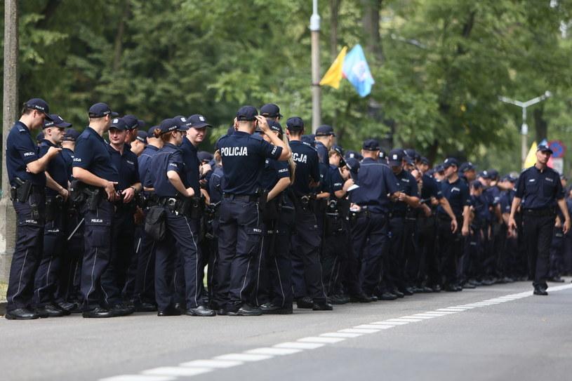 Policjanci na Błoniach /Leszek Szymański /PAP