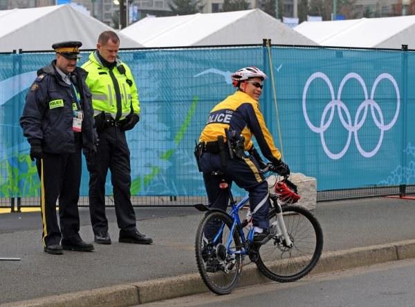 Policjanci na każdym rogu ulic Vancouver strzegą bezpieczeństwa sportowców i kibiców /AFP