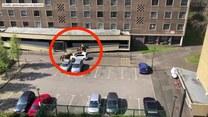 Policjanci na konnych patrolach kontrolują przestrzeganie kwarantanny przez mieszkańców Londynu