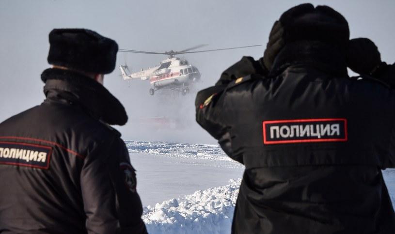 Policjanci na miejscu katastrofy AN-148 /AFP