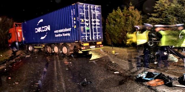 Policjanci na miejscu wypadku /pomorska.policja.gov.pl /
