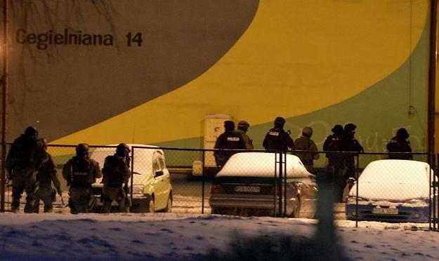 Policjanci na miejscu zdarzenia /fot. Darek Delmanowicz /PAP