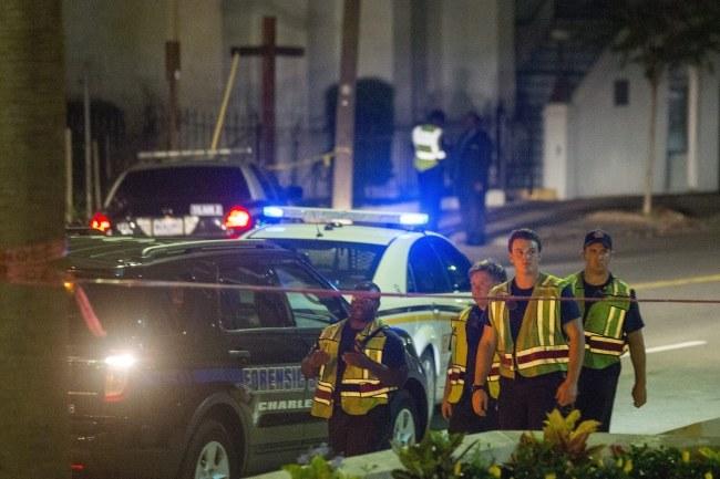 Policjanci na miejscu zdarzenia /PAP/EPA