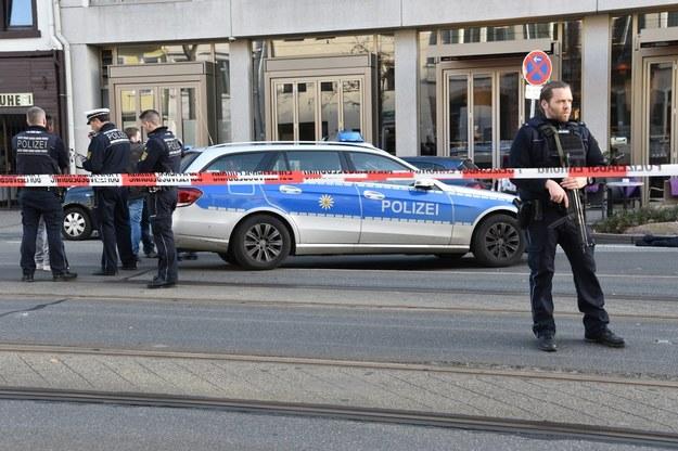 Policjanci na miejscu zdarzenia /PAP/EPA/RENE PRIEBE /PAP/EPA