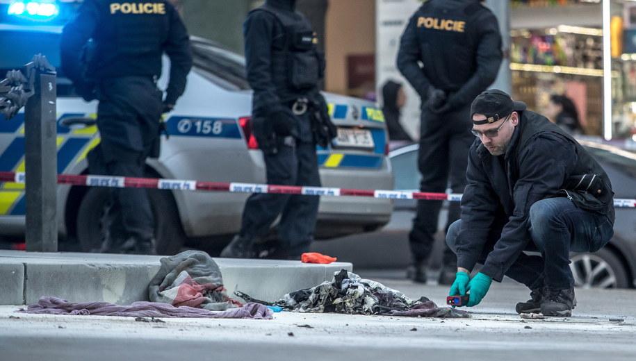 Policjanci na miejscu zdarzenia /Martin Divisek /PAP/EPA