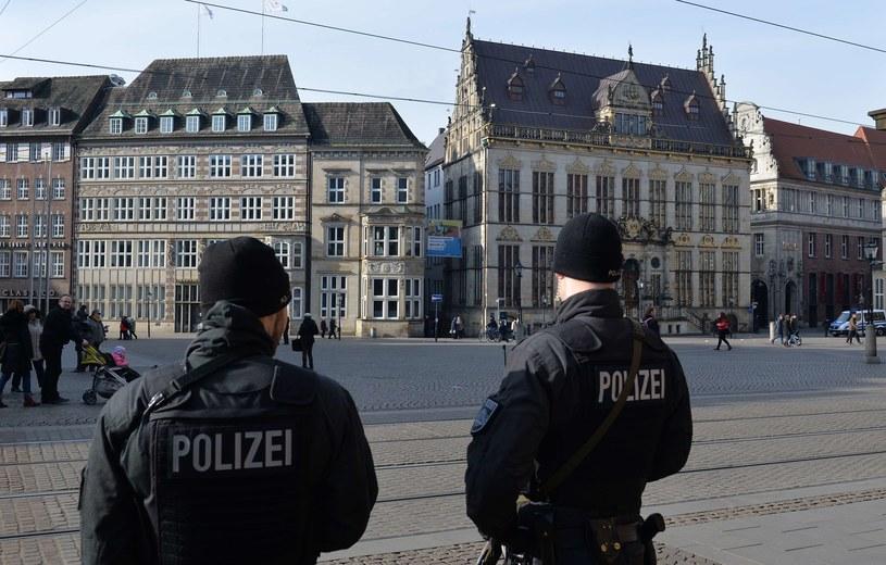 Policjanci  na rynku w Bremie /AFP