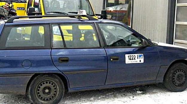 Policjanci odnaleźli charakterystyczną taksówkę ofiary /Policja