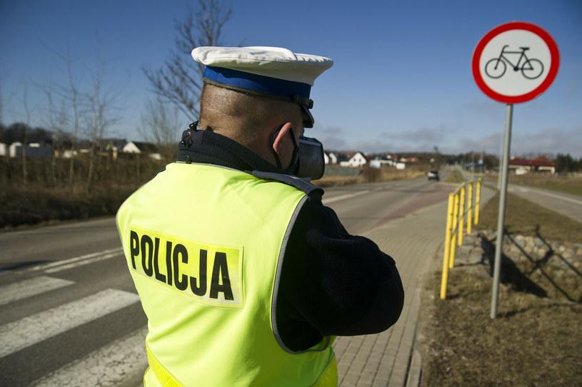 Policjanci patrolują dziś rejony przejść dla pieszych /Stanisław Bielski /Reporter