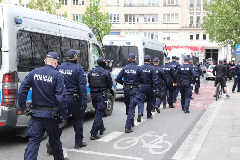 Policjanci podczas zabezpieczania jednego z warszawskich protestów, zdj. ilustracyjne /Piotr Molecki /East News