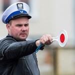 Policjanci prawa jazdy zabierają, a sądy... oddają!