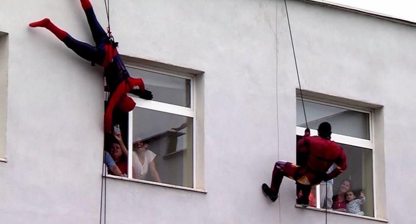 Policjanci przebrali się za różnych superbohaterów! /Ministria e Brendshme /YouTube