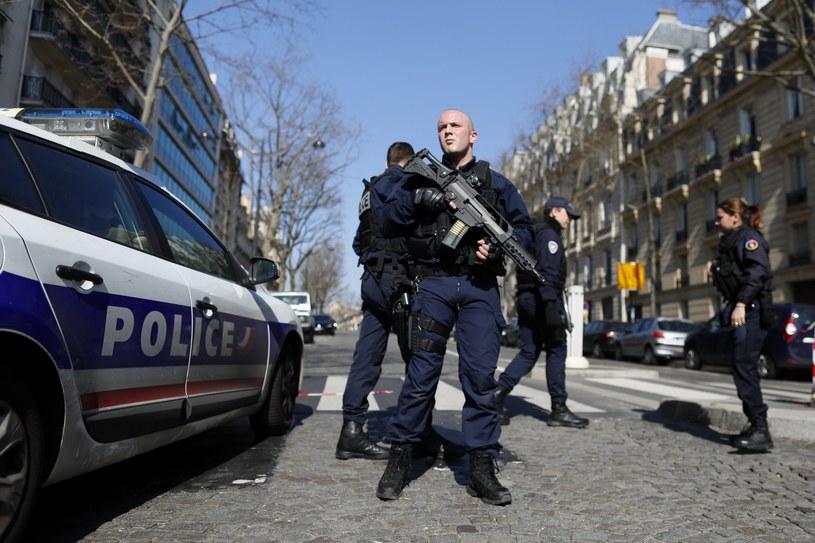 Policjanci przed biurem MFW w Paryżu /PAP/EPA