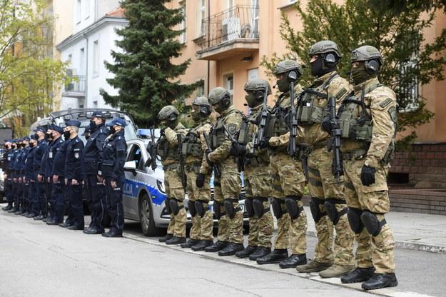 Policjanci przed Komendą Wojewódzką Policji w Poznaniu /Jakub Kaczmarczyk /PAP