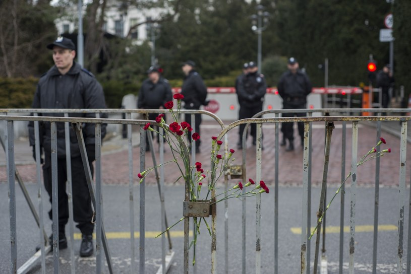 Policjanci przed Sejmem 20 grudnia /Jakub Wosik  /Reporter