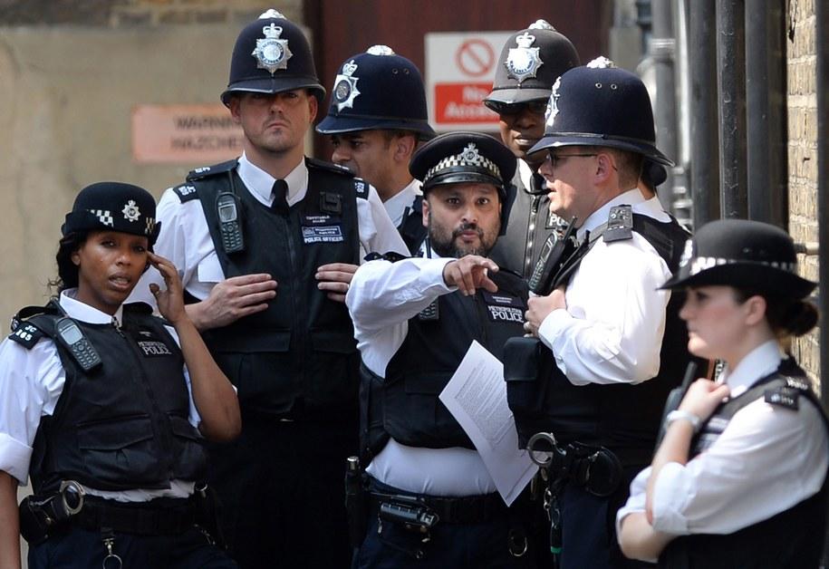 Policjanci przed szpitalem St. Mary's w Londynie /ANDY RAIN /PAP/EPA