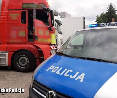 Policjanci siłą wyciągnęli z kabiny pijanego kierowcę tira
