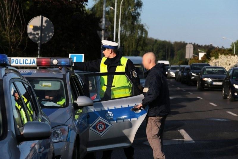 """Policjanci stosują zasadę """"zero tolerancji"""" /Piotr Jędzura /Reporter"""