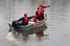 Policjanci szuka Michała Marka. Przeczesują dno rzeki