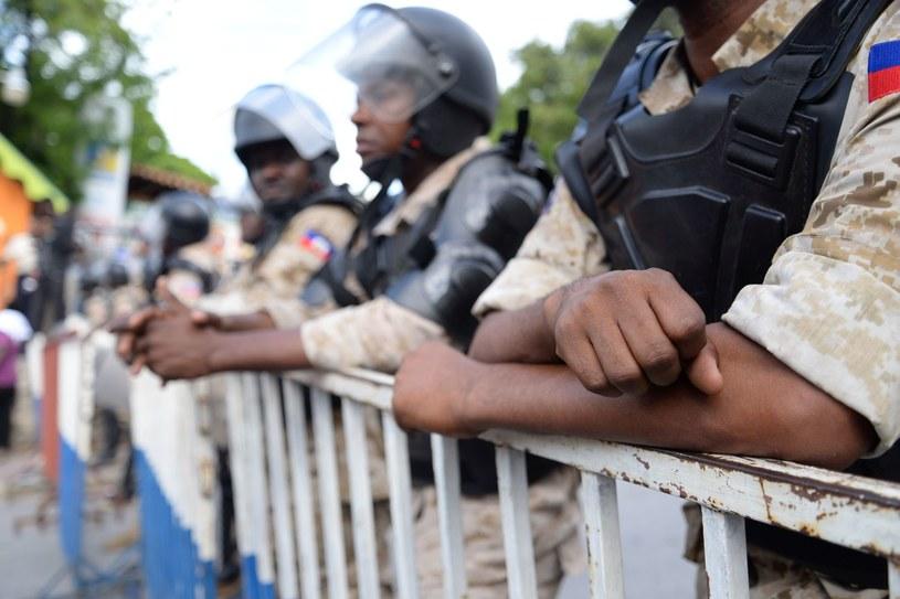 Policjanci szukają zbiegłych więźniów, zdj. ilustracyjne /FABIENNE DOUCE /AFP
