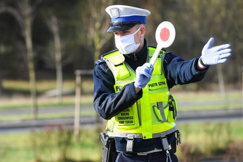 Policjanci tygodniowo zatrzymują kilkuset pijanych kierowców /Paweł Skraba /Reporter