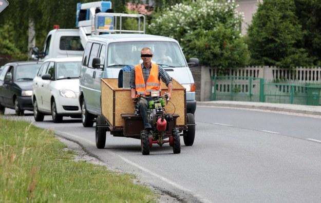 Policjanci ujrzeli niezwykły pojazd /Piotr Jędzura /Reporter