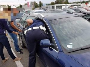 Policjanci uratowali 3-latka pozostawionego w aucie