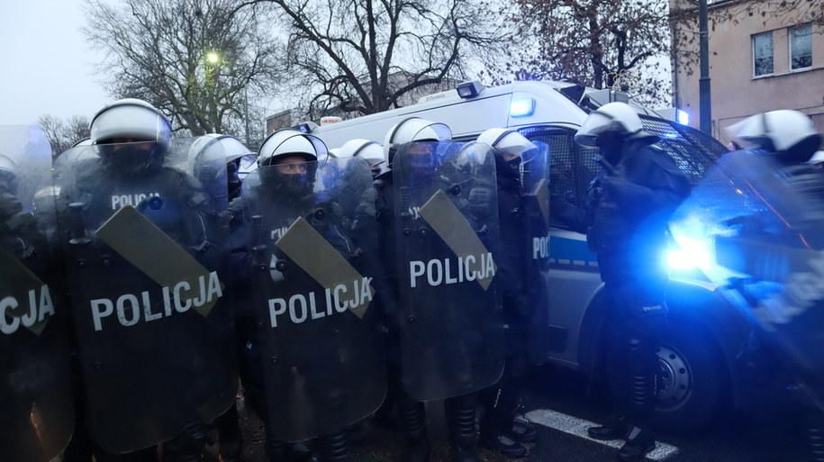 Policjanci w czasie protestu w Warszawie /Piotr Szydłowski /RMF FM
