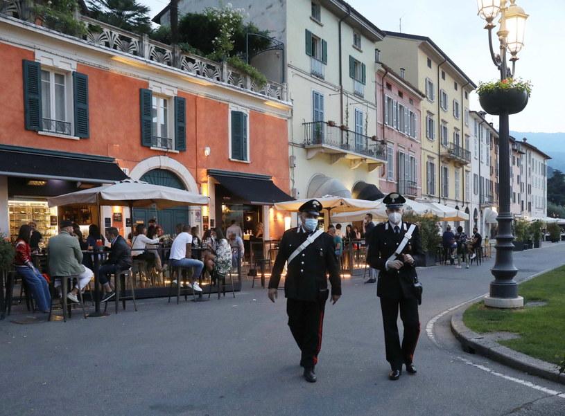 Policjanci w maseczkach w Wenecji. /FILIPPO VENEZIA /PAP/EPA