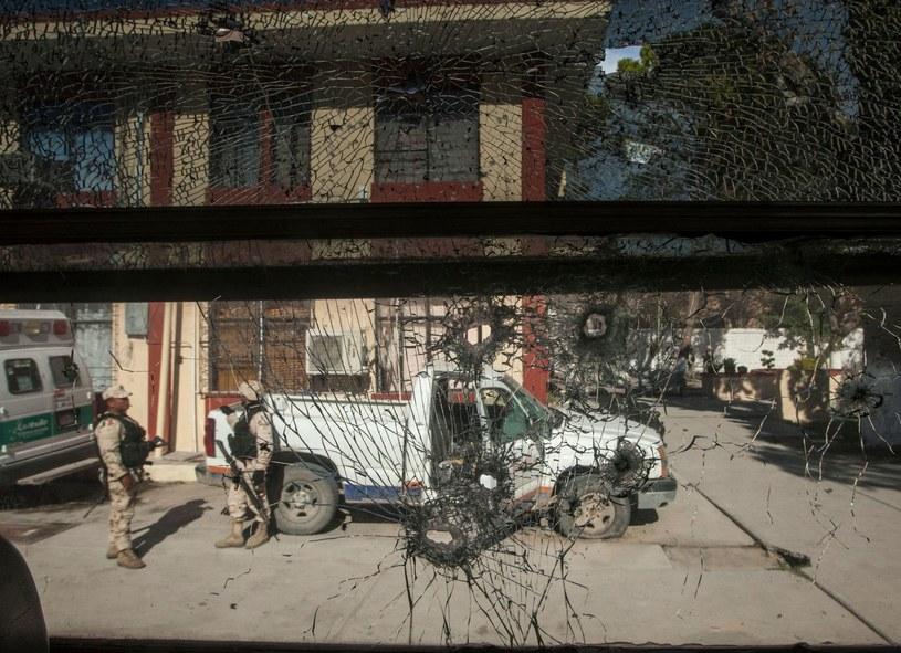 Policjanci w meksykańskim stanie Coahuila. To jeden z najbardziej niebezpiecznych regionów w Meksyku, przy granicy z USA. /AFP