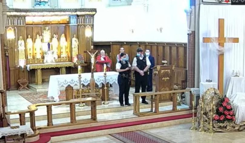 Policjanci w polskim kościele w Londynie /YouTube