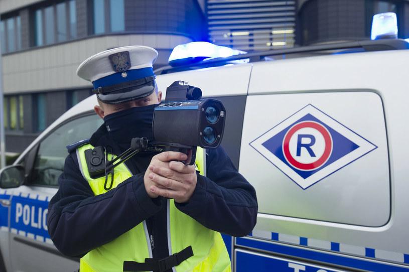 Policjanci wystawiali mandaty i zabierali prawa jazdy /Stanisław Bielski /Reporter