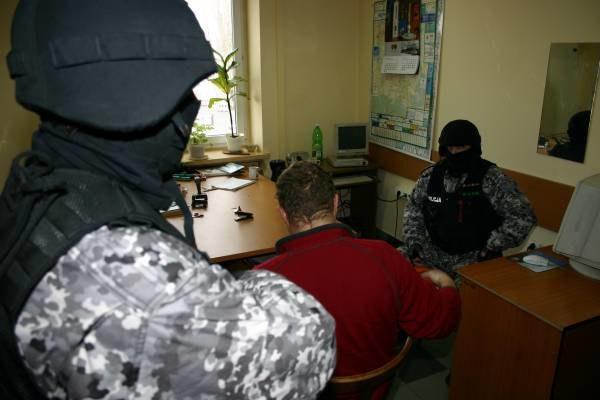 Policjanci z CBŚ zatrzymali m.in. prezesa firmy i jego asystenta /INTERIA.PL