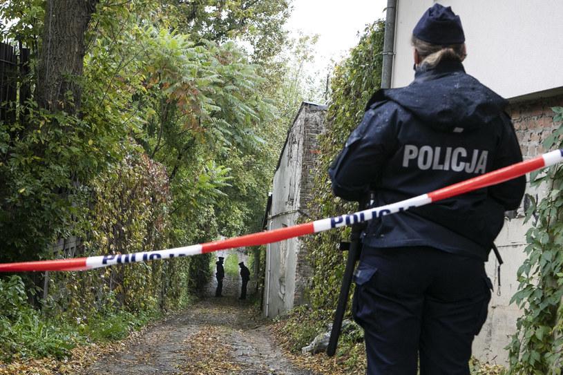Policjanci zabezpieczają dom przy ul. Nadbystrzyckiej w Lublinie, gdzie 26-letnia kobieta zabiła troje swoich dzieci /Jacek Szydłowski /Agencja FORUM