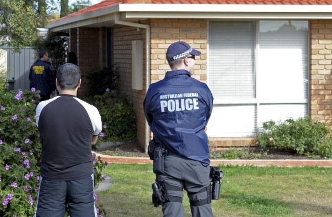 Policjanci zatrzymali 23-latka /JULIAN SMITH /PAP/EPA