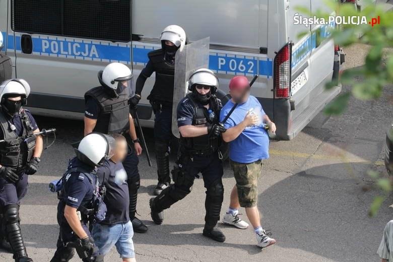 Policjanci zatrzymali 23 osoby, w tym 22 pseudokibiców Ruchu Chorzów /Policja