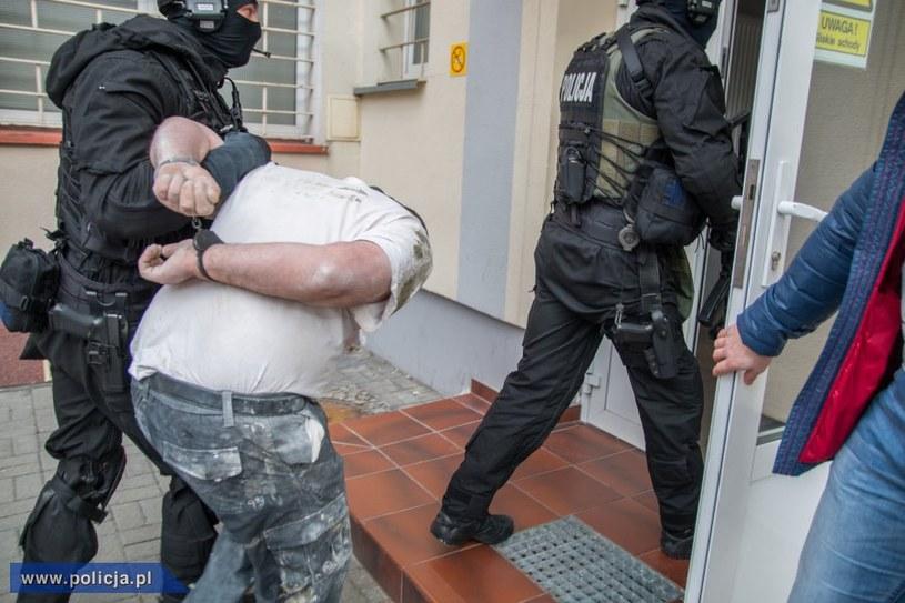 Policjanci zatrzymali po 18 latach 39-letniego już dziś mężczyznę podejrzanego o popełnienie zbrodni /policja.pl /