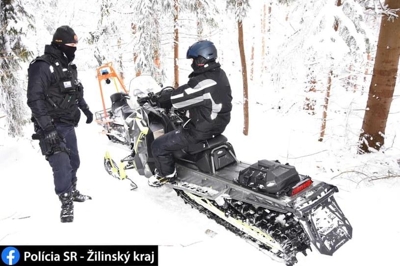 Policjanci zatrzymali Polaków na skuterach śnieżnych w parku krajobrazowym na Słowacji /Polícia SR - Žilinský kraj /facebook.com