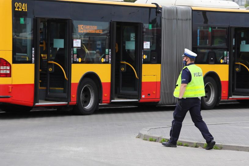 Policjanci ze stołecznego Wydziału Ruchu Drogowego rozpoczęli wzmożone kontrole kierowców miejskich autobusów / Tomasz Gzell    /PAP
