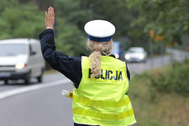 Policjankta na drodze, zdjęcie ilustracyjne /PIOTR JEDZURA/REPORTER /Reporter