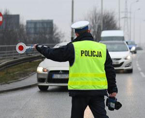 Policjant bez prawa jazdy kontrolował innych kierowców...