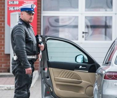 Policjant egzaminuje cię na drodze? Tego mu nie wolno!