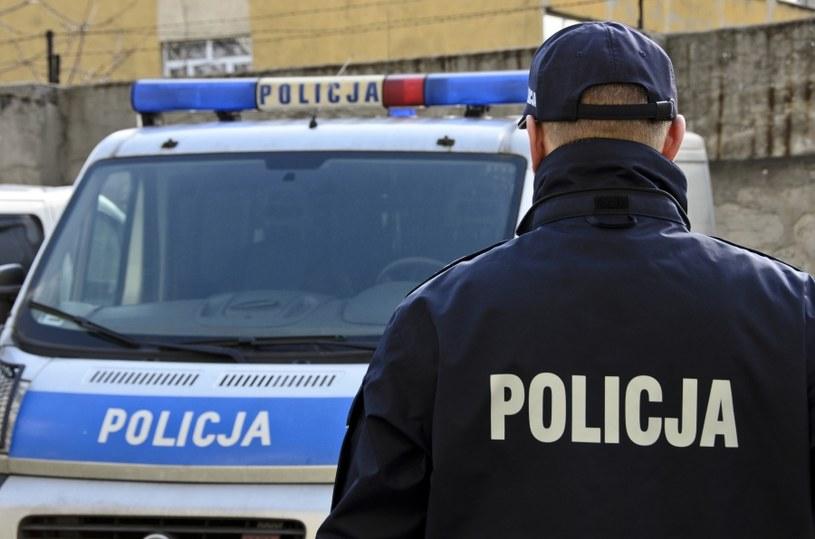 Policjant musi odbyć służbę /©123RF/PICSEL
