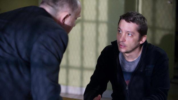 Policjant nie uwierzy w niewinność Berga. Ostrzeże go, że jeśli nie zacznie zeznawać, długo posiedzi. /TVN