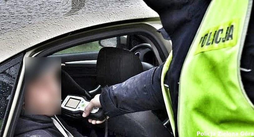 Policjant podczas podróży poślubnej zatrzymał pijanego kierowcę /Policja