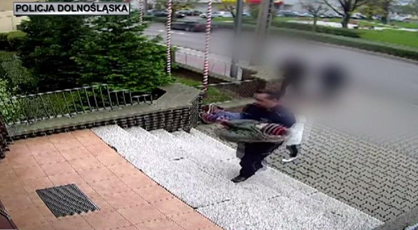 Policjant pomógł 6-letniemu chłopcu /http://www.jawor.policja.gov.pl /